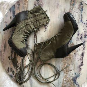 Steve Madden/ Romper Boots/ combat boots